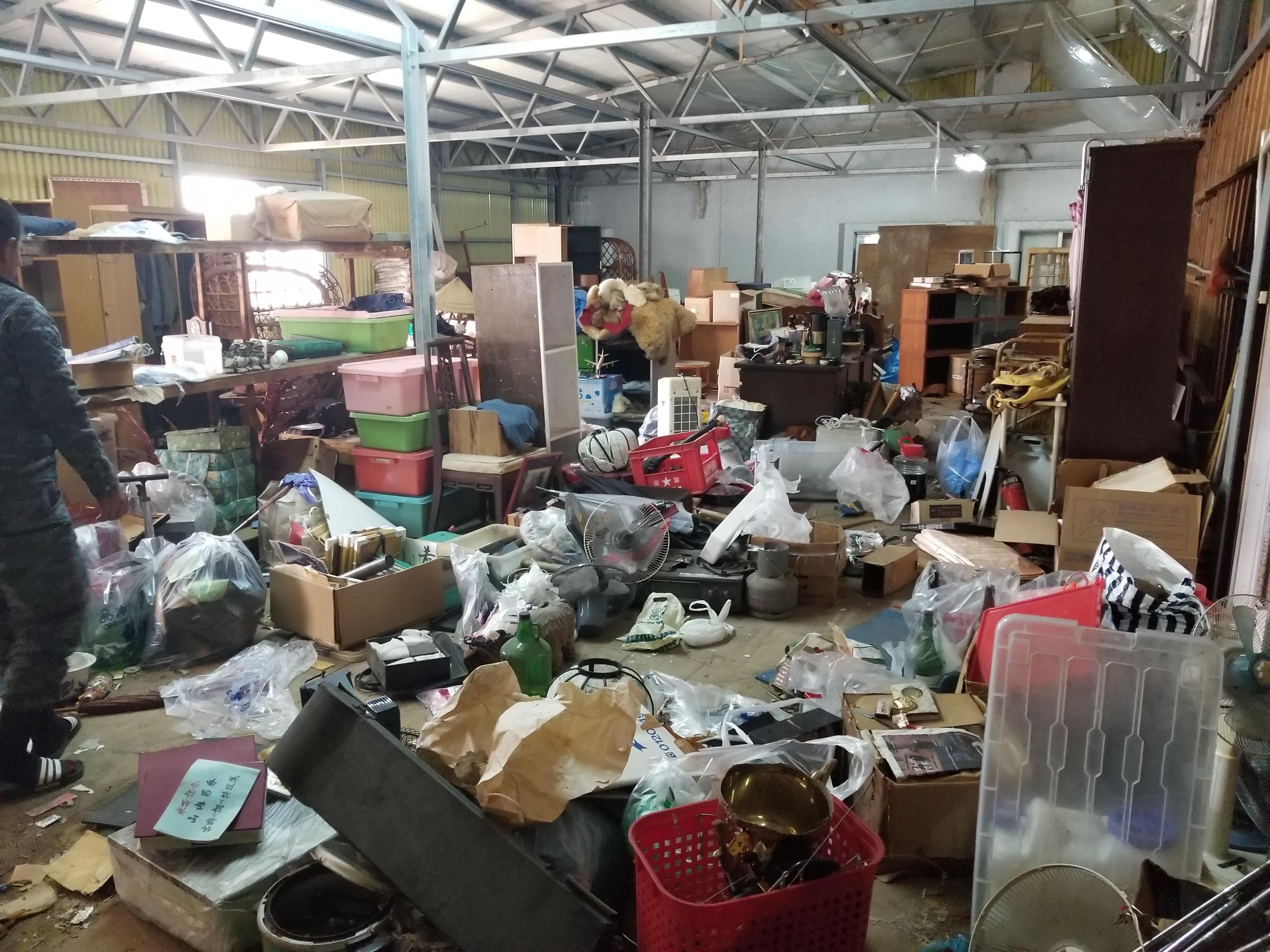 【南城市】お布団やタンスなどの家財の回収☆2tトラック積み放題プランですべての不用品が処分できたと喜んで頂けました。